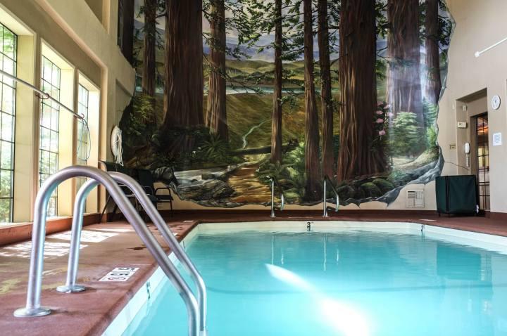 Swimming Pool The Redwood Fortuna Riverwalk Hotel 1859 Alamar Way, Fortuna, CA 94550,USA